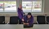 Kaksi weladolaista miestä tutkii tietokoneelta asiaa.  Projektinjohtaminen on asiakkaan ja käyttäjien tarpeen ymmärtämistä sekä sen kääntämistä projektin vaatimuksiksi.